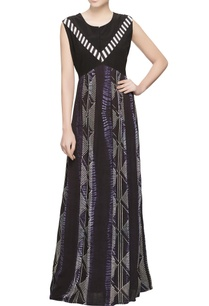 black-dyed-dress-in-pleated-style