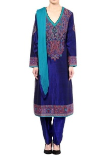 blue-mandavi-embroidered-kurta