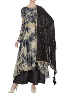 beige-grey-raw-silk-mullmull-silk-tie-dye-asymmetric-kurta-with-pants-dupatta