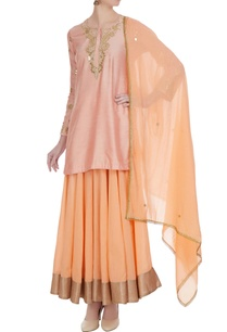 pink-chanderi-embellished-kurta-with-peach-skirt-dupatta