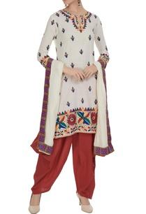 cream-maroon-kurta-set-in-multicolored-embroidery