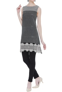 embroidered-sleeveless-tunic