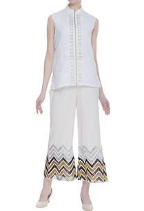 sleeveless-short-jacket-with-zip-fastening