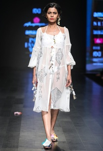 embroidered-balloon-sleeves-dress