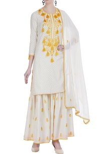 aari-embroidered-straight-fit-kurta-set