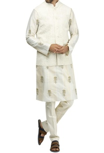 aari-embroidered-bandi