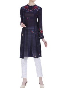 floral-embroidered-flared-kurta