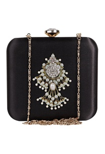 zardozi-embroidered-festive-clutch