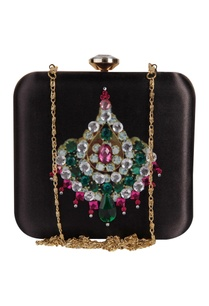 zardozi-hand-embroidered-pearl-clutch