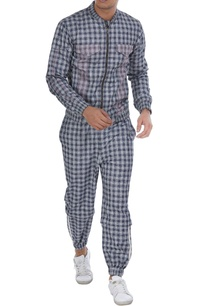 checkered-jacket-with-pockets