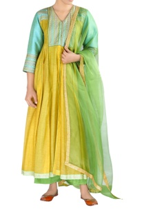 threadwork-embroidered-kurta-set