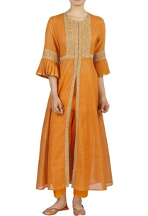 embroidered-chanderi-front-slit-kurta-with-pants