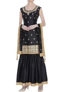 art-silk-aari-embroidered-sleeveless-kurta-set