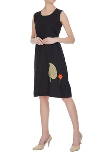 linen-shift-dress-with-embroidered-leaf-motif