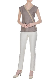 linen-sleeveless-v-neckline-blouse