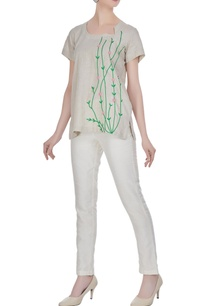 leaf-motif-embroidered-linen-blouse