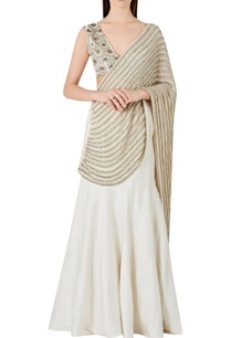 mermaid-fit-lehenga-sari-with-v-neck-blouse