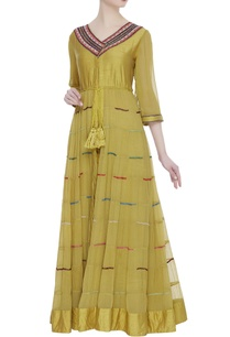 threadwork-kurta-with-pleated-flare