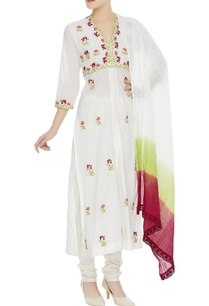 floral-embroidered-kurta-set