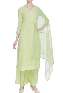 hand-embroidered-chikankari-kurta-set