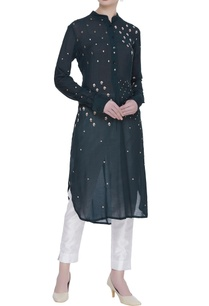 embroidered-kurta-with-applique-work