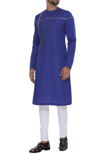 relaxed-fit-embroidered-kurta