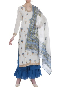 resham-thread-embroidered-kurta-set