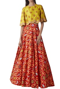 embroidered-cape-top-with-printed-lehenga