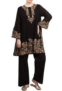 embroidered-short-kurta-with-flared-pants