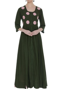 flower-embroidered-pleated-tunic
