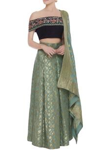 floral-embroidered-blouse-with-banarsi-lehenga-dupatta