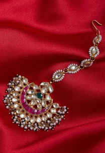 gold-plated-maangtikka-with-fresh-water-pearls