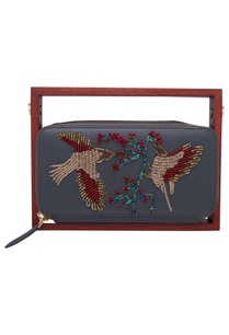 beaded-circular-clutch-with-wooden-handle