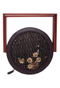 embroidered-circular-clutch-with-wooden-handle