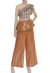 one-shoulder-top-with-flared-pants-belt