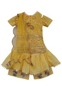 embroidered-kurta-with-net-dupatta-sharara