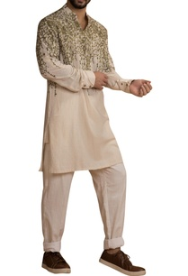 embroiedered-kurta-with-cuff-sleeves