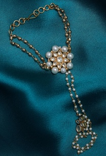 kundan-hathpool-with-gold-beads
