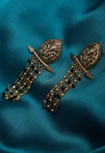 gold-earrings-with-beads