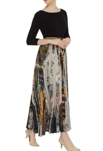 printed-pleated-palazzos