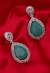 stone-earrings-with-green-crystal