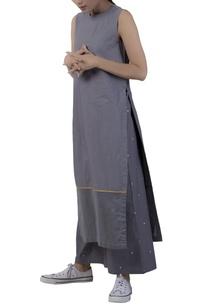 sleeveless-kurta-with-high-slits