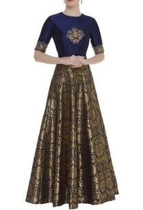 embroidered-crop-top-with-brocade-work-skirt