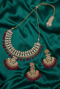 stones-kundan-paachi-earrings-with-necklace