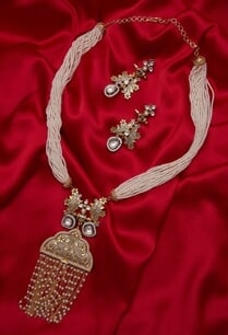 necklace-with-handcrafted-leaf-long-earrings