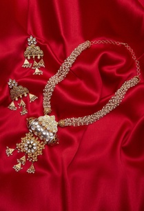 kundan-pearl-necklace-with-handcrafted-earrings