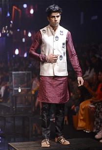 maroon-silk-kurta-embellished-bandi