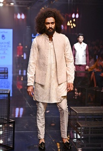 vanilla-kurta-set-with-embroidered-bandi