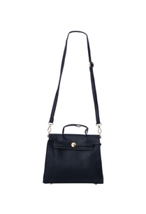 black-sling-bag-with-detachable-straps