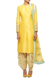 yellow-embroidered-kurta-with-overlapping-hemline-printed-patiala